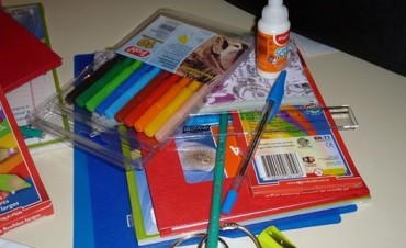 ATE entrega útiles escolares