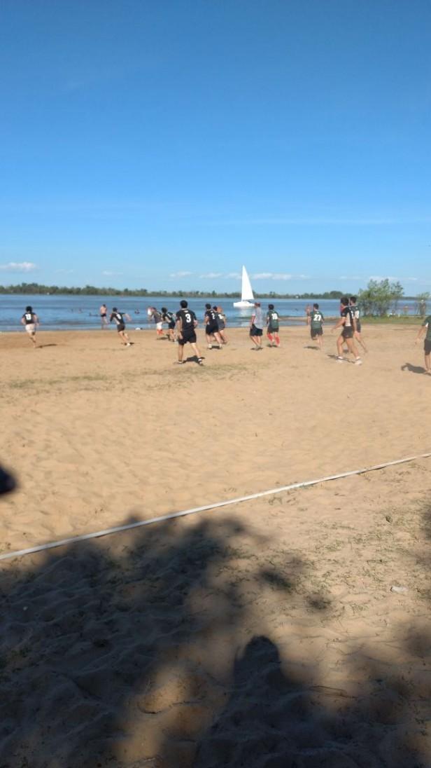 Fiesta del rugby en el río