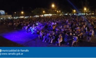 Una multitud vibró al ritmo de la música del litoral