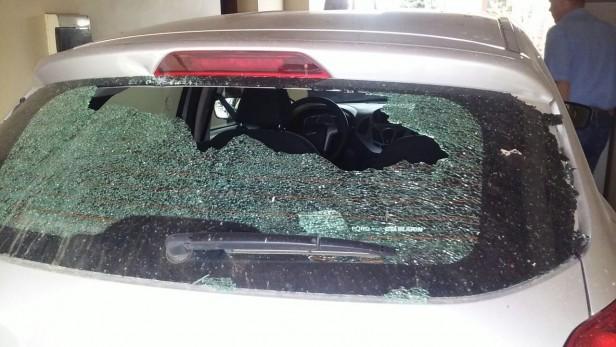Vándalos rompen autos en Villa Ramallo