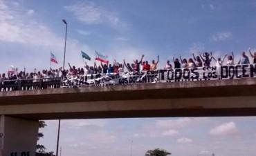 Los maestros realizaron una caravana de protesta que finalizó en la ruta