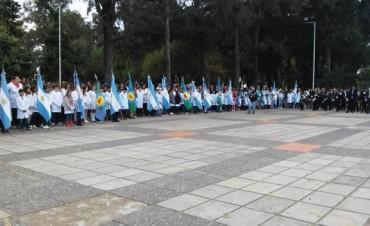 Masiva participación en el acto del 25 de Mayo