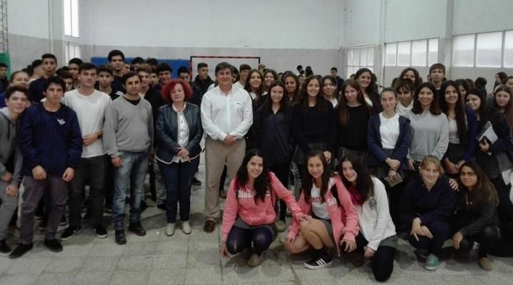 Conferencia del Ingeniero Fernando Favaro en el Instituto Ramallo.