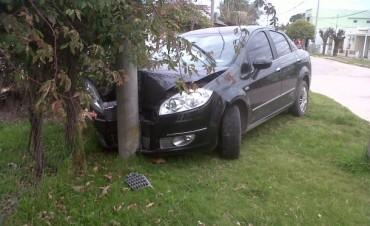 Fuerte impacto de un vehículo en Villa Ramallo