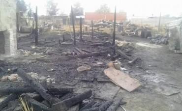 Villa General Savio: Un Incendio arrasó con una vivienda