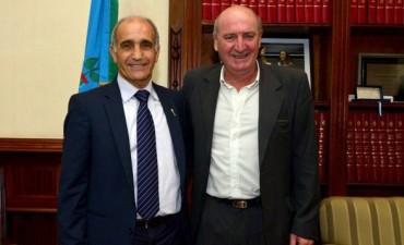 Santalla viajó a La Plata a llevarle la renuncia a Elustondo