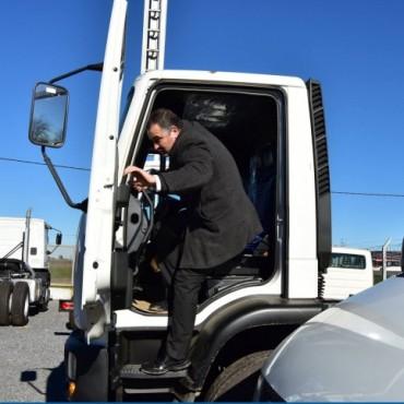 El municipio compró dos barredoras, una retro, una moto niveladora y un camión volcador