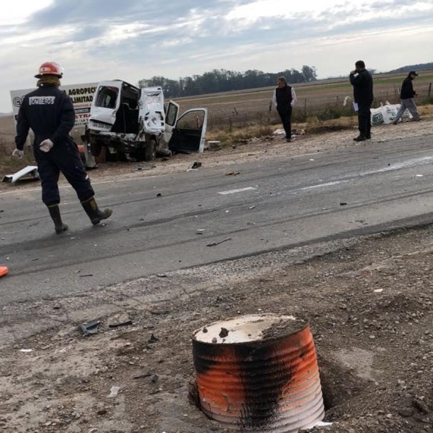 Un joven falleció y personal de bomberos informó el estado de los accidentados
