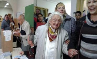 Fueron a votar con 99 y 92 años