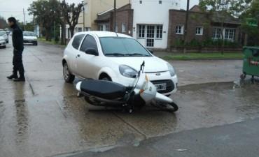 Accidente entre moto y auto