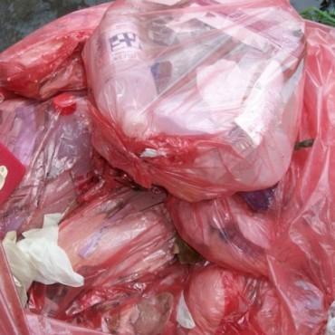 Encuentran un contenedor con residuos patológicos