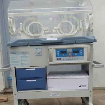 La cooperadora donó una incubadora de terapia intensiva