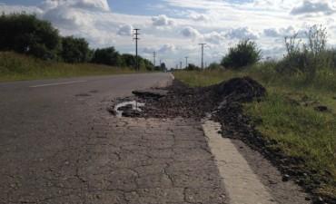 Vecinos alertan por pozos en los accesos a Villa Ramallo