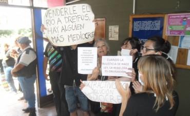 Una asunción marcada por la protesta y las ausencias