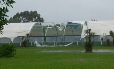 La tormenta dañó la carpa de la pileta climatizada del club Los Andes