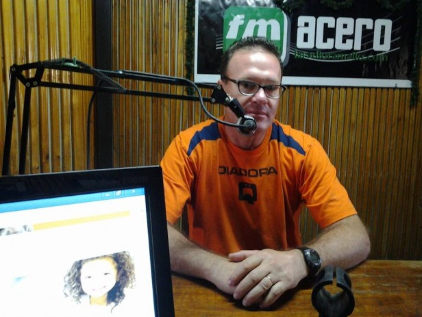 César Vaioli visitó los estudios de la radio