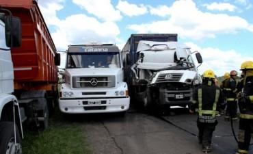 Chocaron dos camiones en ruta 9