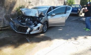 Así quedó el Peugeot 408, en el que viajaba el periodista y economista Tomás Bulat