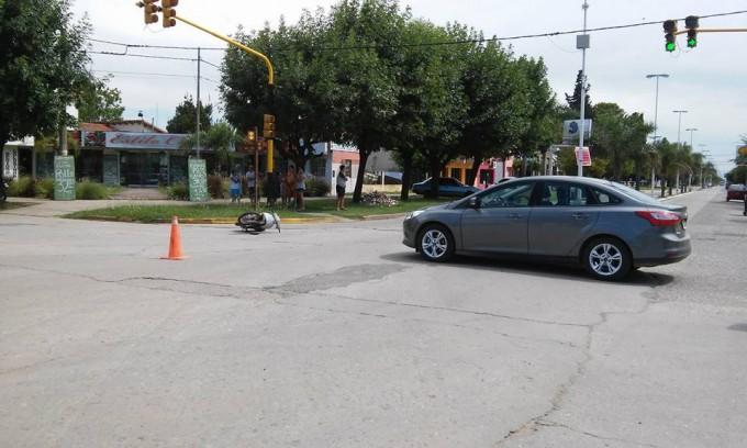 Ramallo: colisionaron una moto y un auto