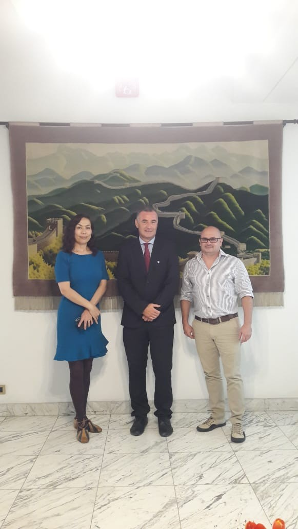 El Intendente Poletti visitó la embajada de China