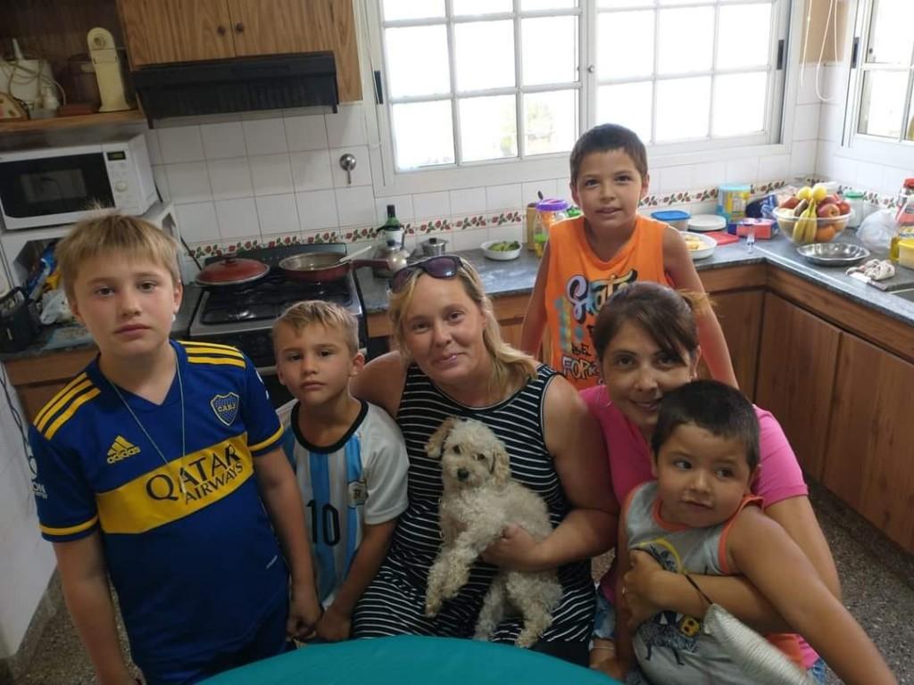 Dino y el reencuentro con su familia