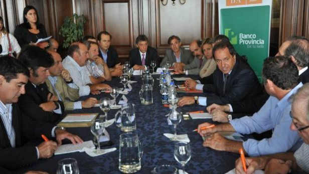 Scioli recibió a dirigentes de la Rural, Federación Agraria, Coninagro y CARBAP.