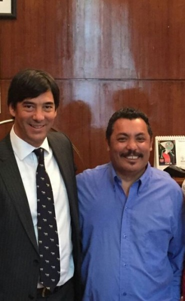 "René Chávez se subió a la ""Ola Naranja"""