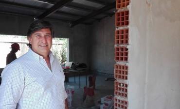 """El  Ingeniero Fernando Favaro observó el avance de obra en la escuela 26 """"Mariano Moreno"""""""