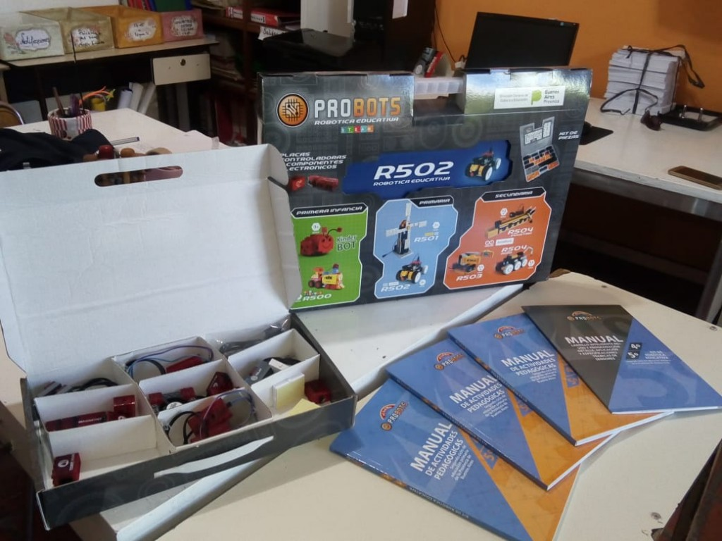 La provincia envió 105 Kits de Robótica