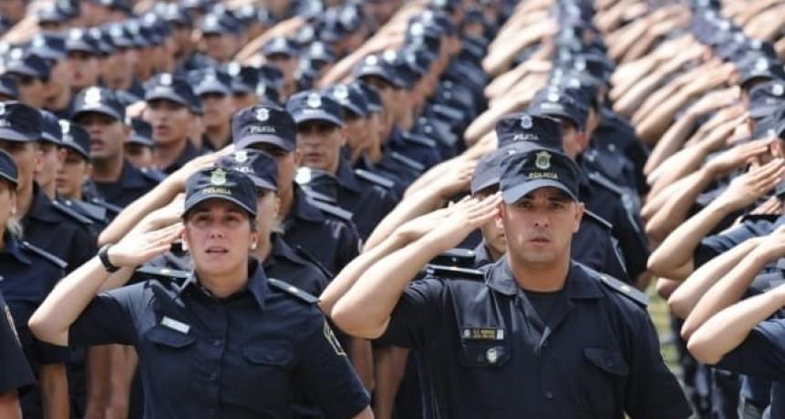 Más de 300 jóvenes ingresaron a la escuela de policías