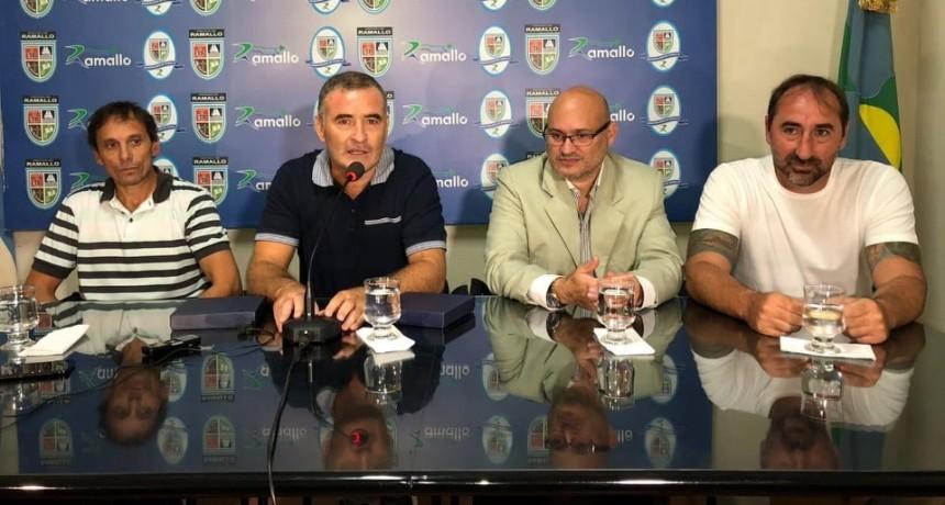 """La Municipalidad de Ramallo homenajeó a Gustavo """"Turco"""" Martín."""