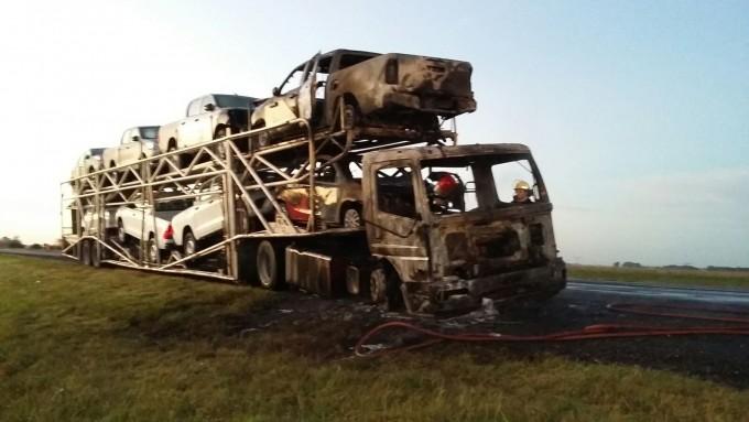 Se incendió un camión en el kilómetro 211