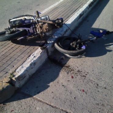 Choque entre una moto y un auto en Ramallo