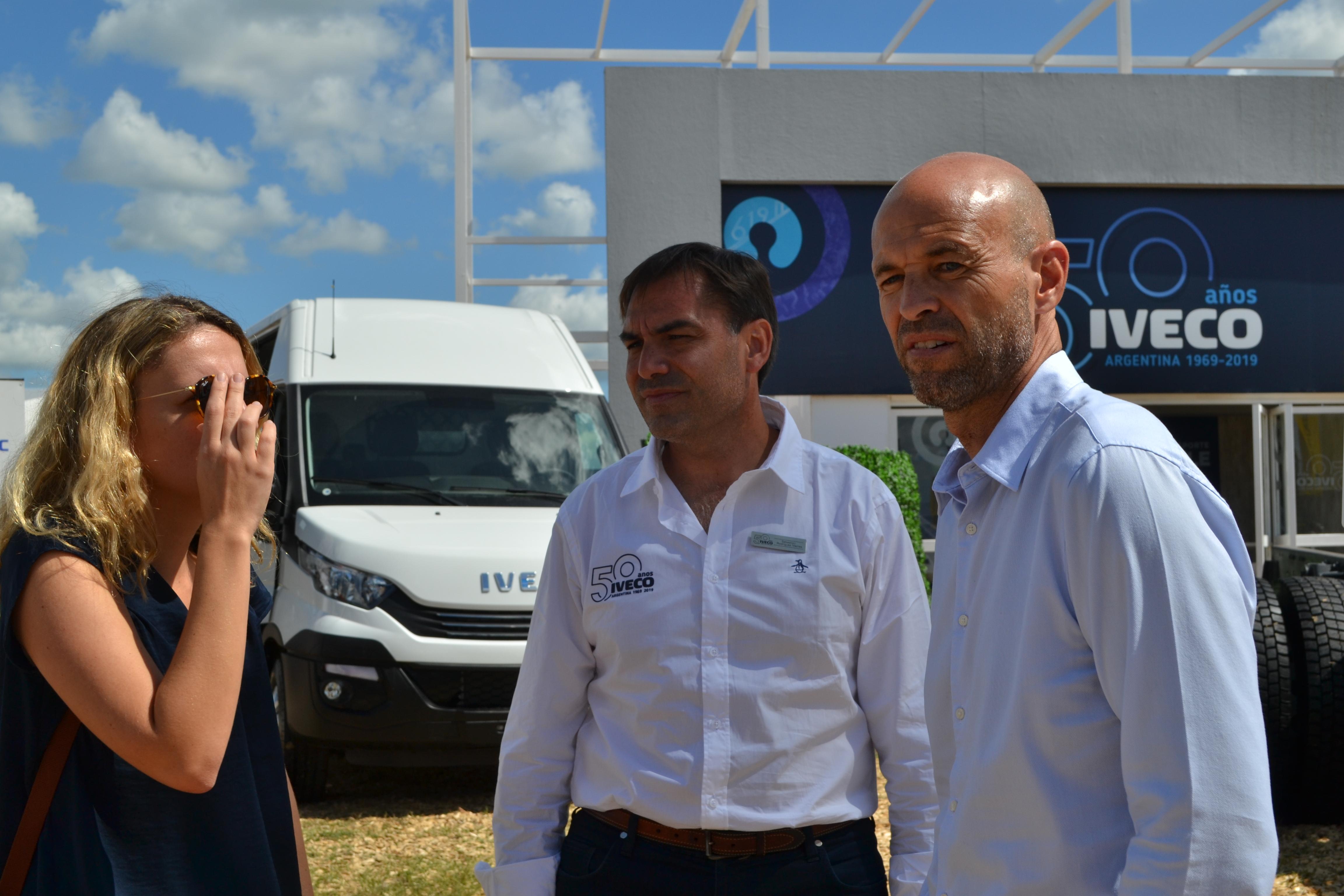 Los ministros Dante Sica y Guillermo Dietrich visitaron el stand de Iveco