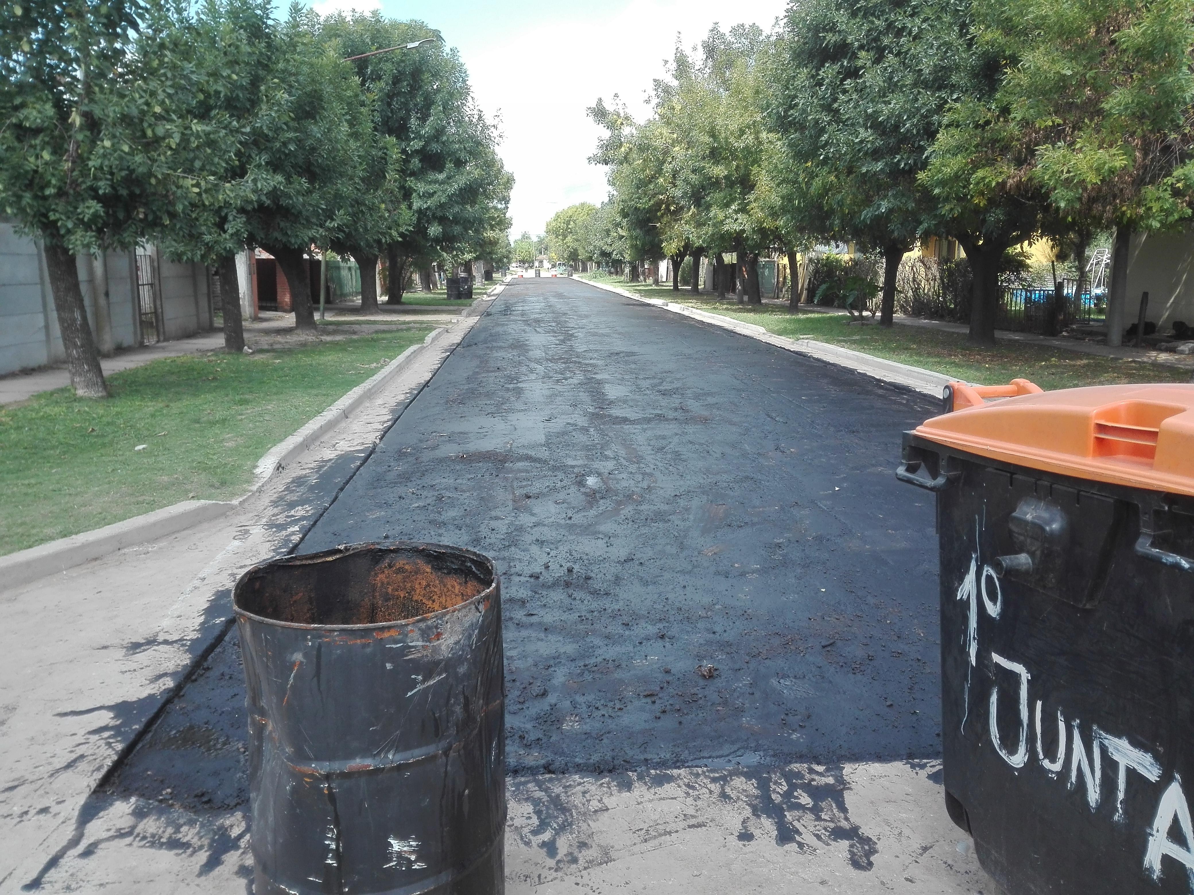 Un barrio olvidado durante años comienza a ser asfaltado