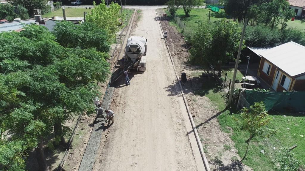 Barrio Las Ranas: tramo final de la obra de cordón cuneta