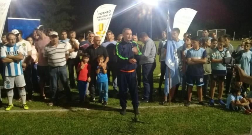Comenzó el torneo Nacional de Veteranos y se inauguró la iluminación del Poli