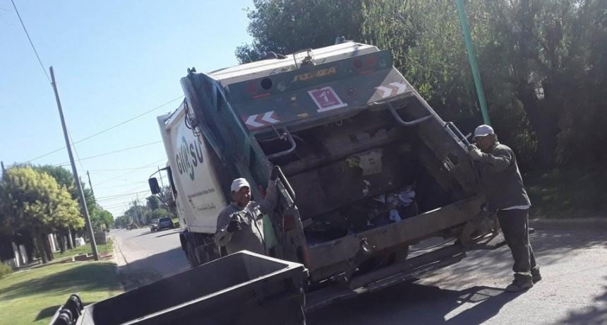 El ejemplo y la atención por el vecino de los trabajadores municipales encargados de recolectar los residuos