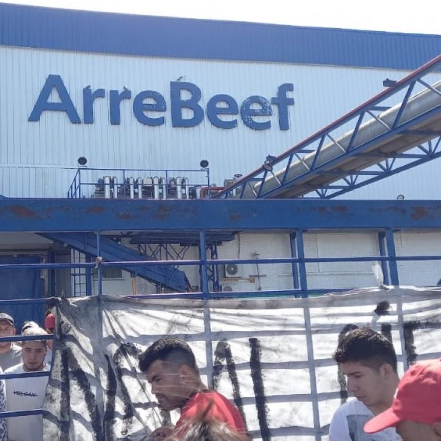 Continúan las negociaciones buscando destrabar el conflicto en ArreBeef