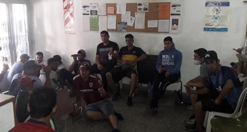 Los trabajadores decidieron instalarse en la sede sindical esperando una resolución