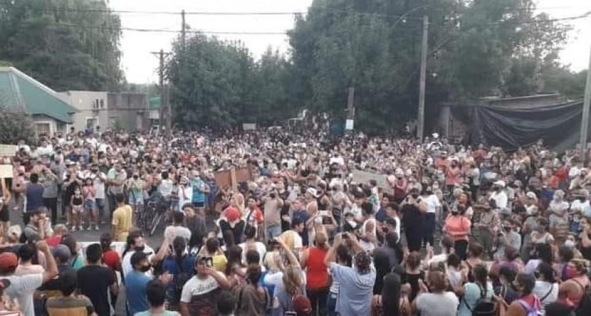Casi tres mil personas marcharon en Pérez Millán