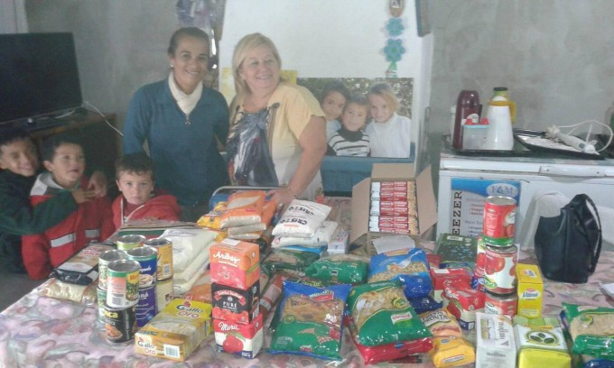 Tea Ramallo Azul entregó alimentos en el Barrio Sur