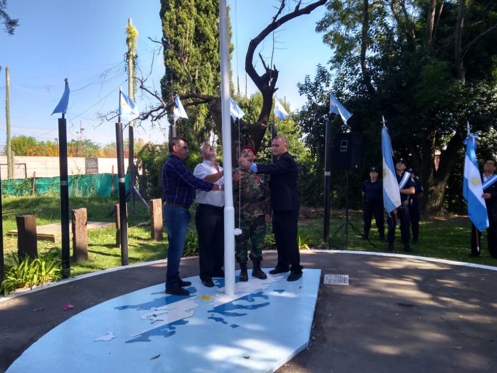 El Intendente junto a ex combatientes recordaron y honraron la memoria de los argentinos que lucharon en Malvinas