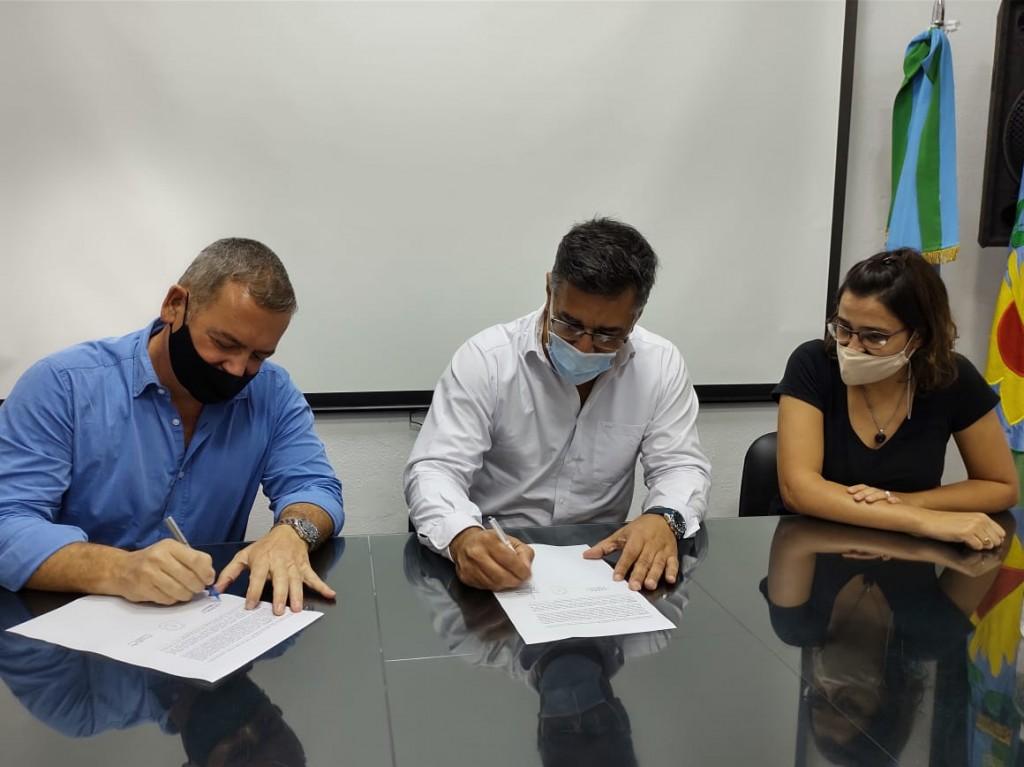 Se firmaron los contratos