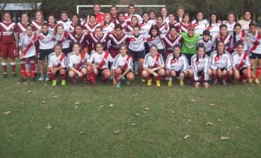 Defensores recibió la visita de River en fútbol femenino