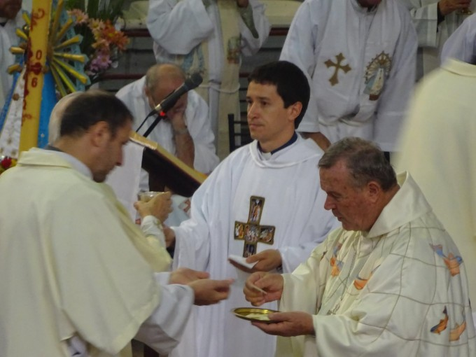 El Padre Iván Ríos y su primer misa en Villa Ramallo