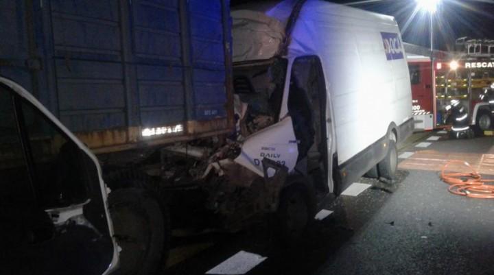 Bomberos voluntarios rescató a un conductor que había quedado atrapado