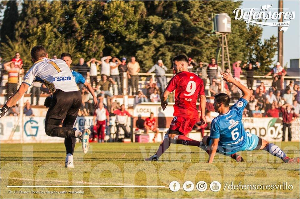 Con un agónico gol de Olego Defensores se metió en semifinales