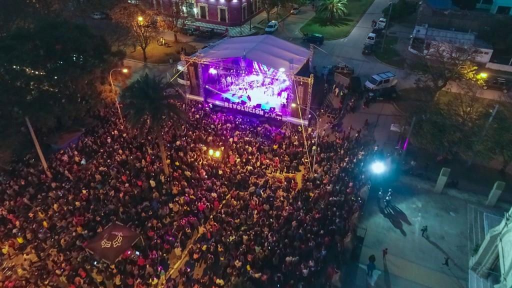 Un cierre con los vecinos compartiendo los festejos y música
