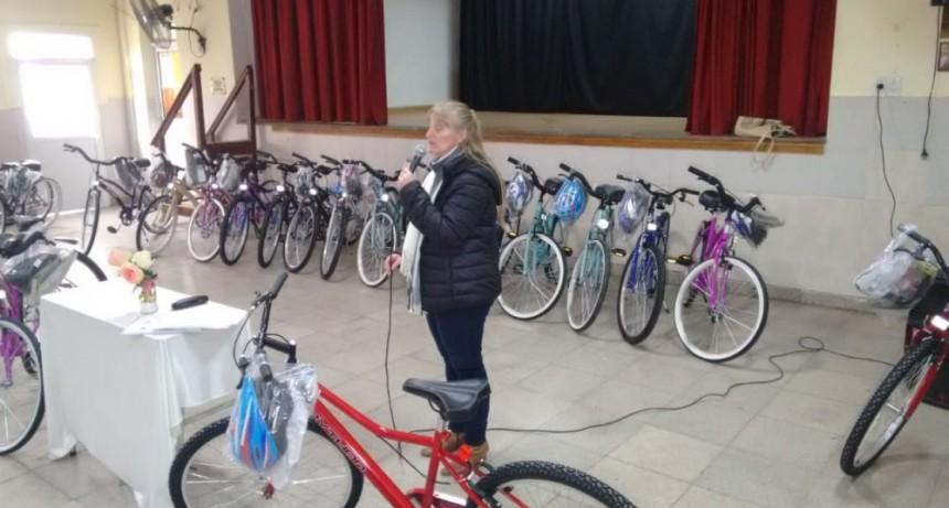 Entregaron los premios a los alumnos de la Escuela Secundaria Seis 👍👏